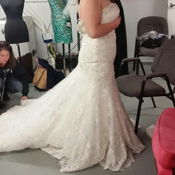 766d72a1143a Allure Bridals Dresses & Skirts - Allure bridal wedding dress. Only worn to  try on